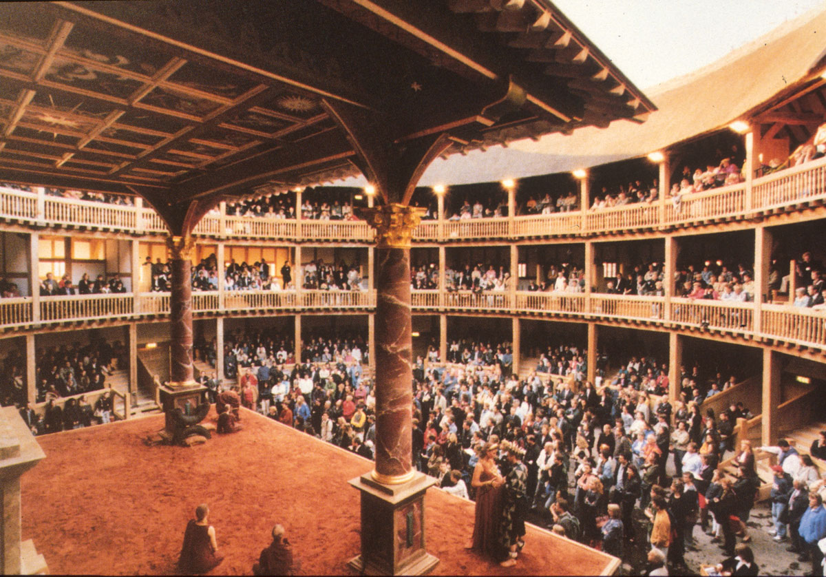 elizabethan theatre and its audience Elizabethan theatre the elizabethan theatres started in the cobbled courtyards of inns - they were called inn-yards  audience capacity: 1500 - 3000.